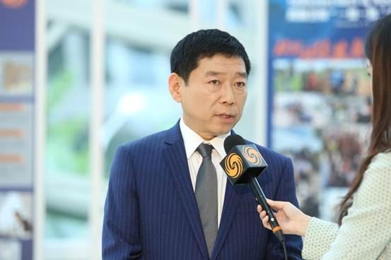 """说明: 魏建军在""""一带一路""""国际合作高峰论坛期间接受采访"""
